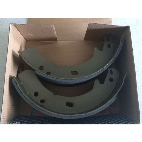 Land Rover Defender/D1/D2/RR  Hand Brake Shoes